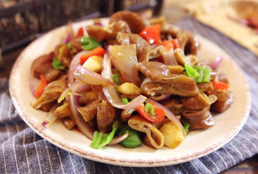 要做猪榨菜,学厨师长这样炒,味香鲜嫩肥肠丝a榨菜图片