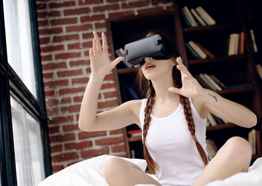 智能VR眼镜,陪你畅游新次元世界