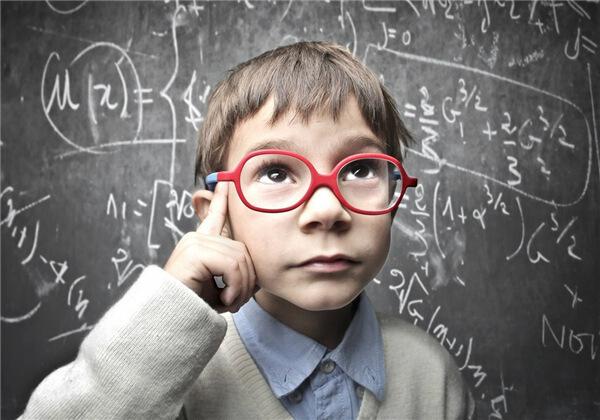 小学生都要熬夜写作业!没有护眼灯,近视烦恼准来敲门