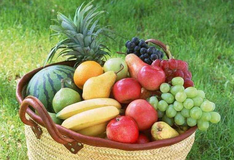 秋冬季节皮肤干燥,不光要用护肤品,还要多吃这些水果