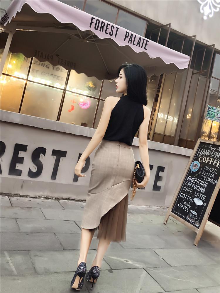 70后女人,尽量出门别穿裤装!看下面怎么打扮的,美的让人动心